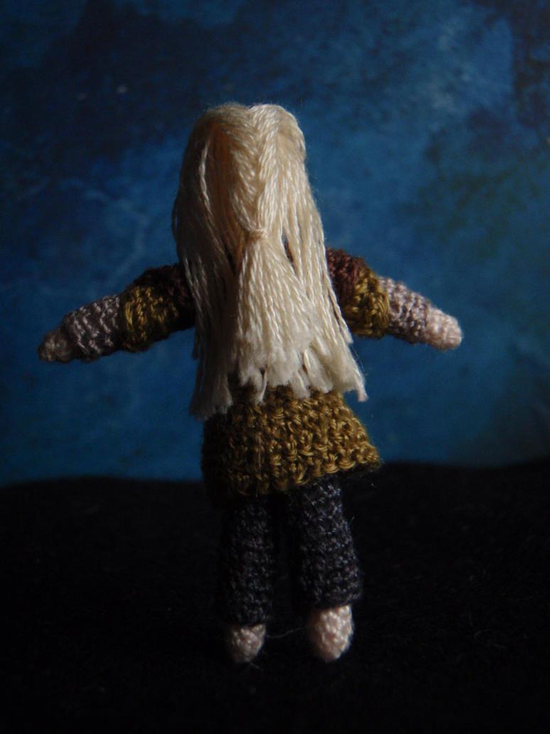 Micro-crochet Legolas (detail) by honouraryweasley