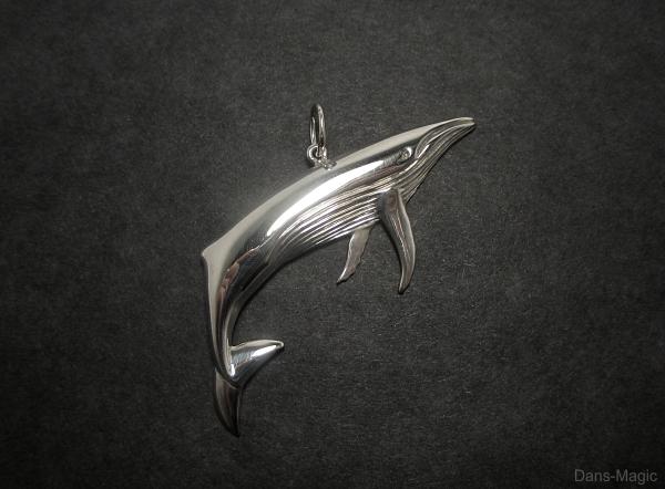 Humpback pendant by Dans-Magic