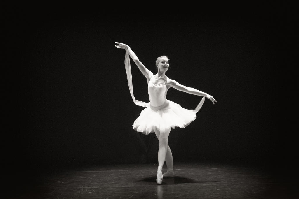 Ballerina by vampirenoorway