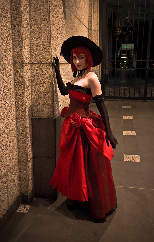 Cosplay Feminins FERMER - Page 3 Madam_Red___Lady_in_Red_by_ClamWings