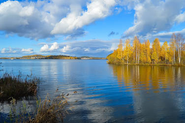 The reflection in the lake by Lubov2001