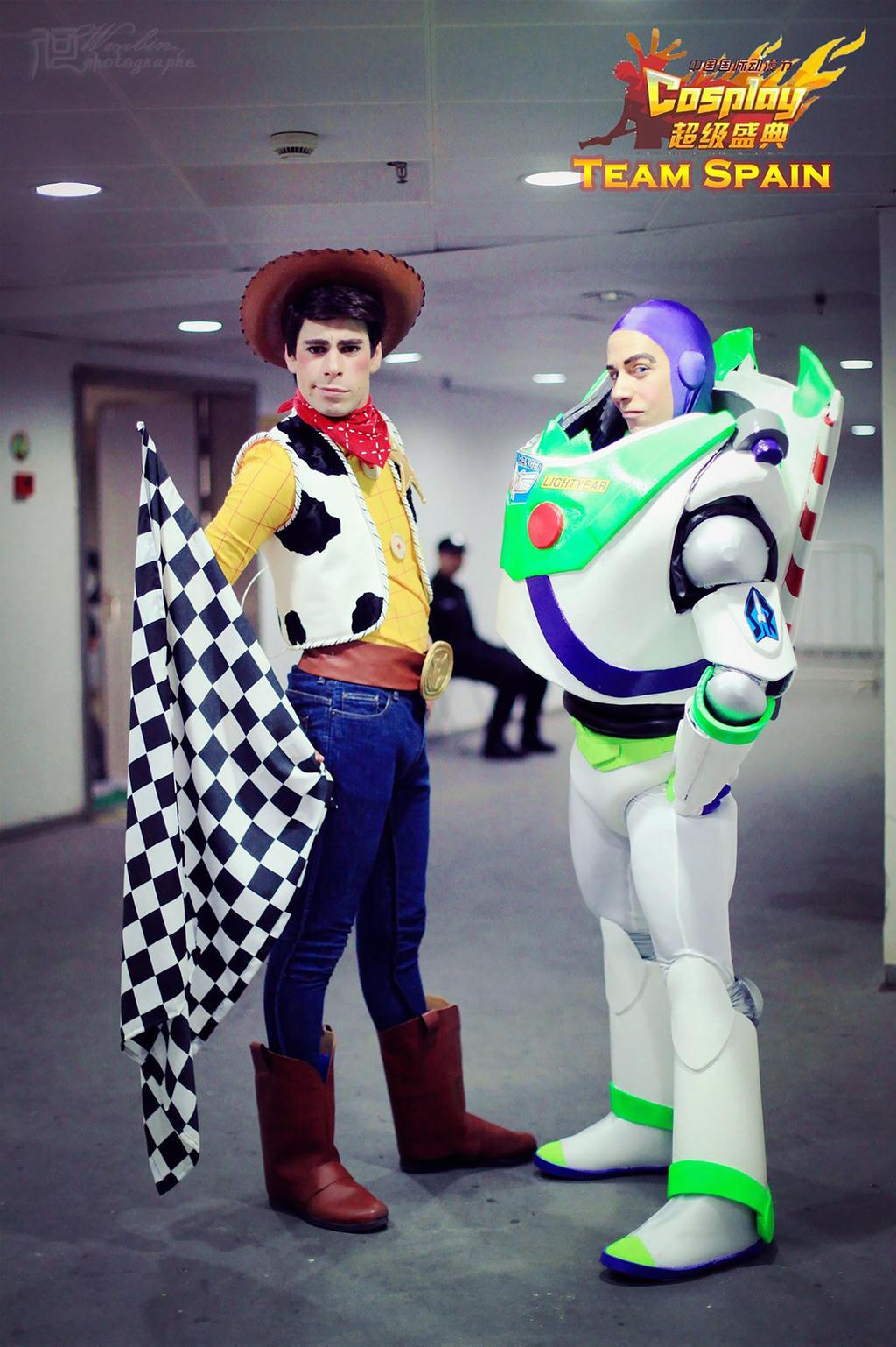 buzz lightyear and woody cosplay by taifu89 on deviantart