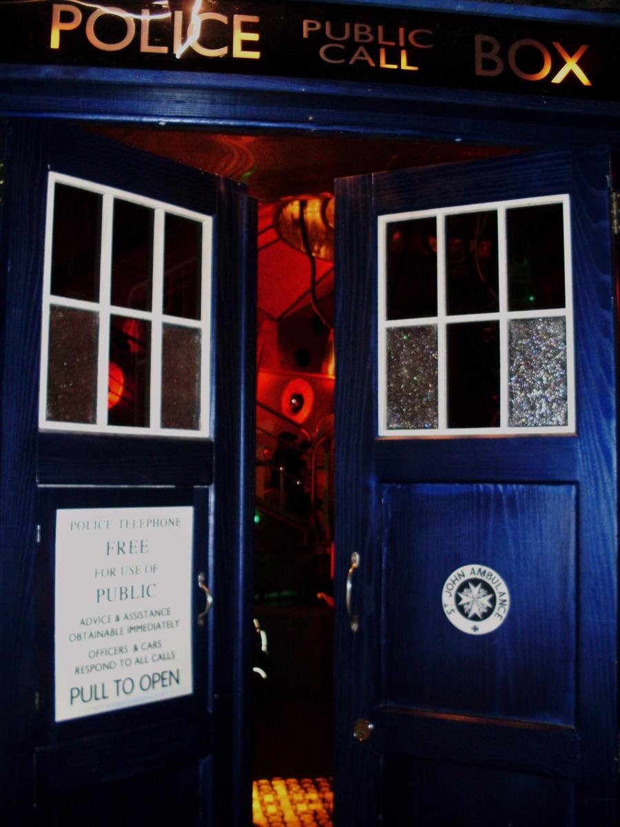 The Tardis Doors as seen on TV by UncleGargy