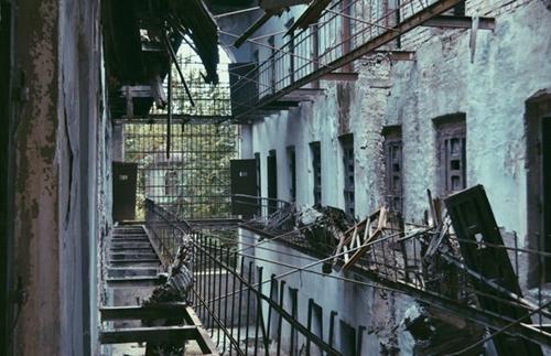 Silence of decay by AlexandrinaAna