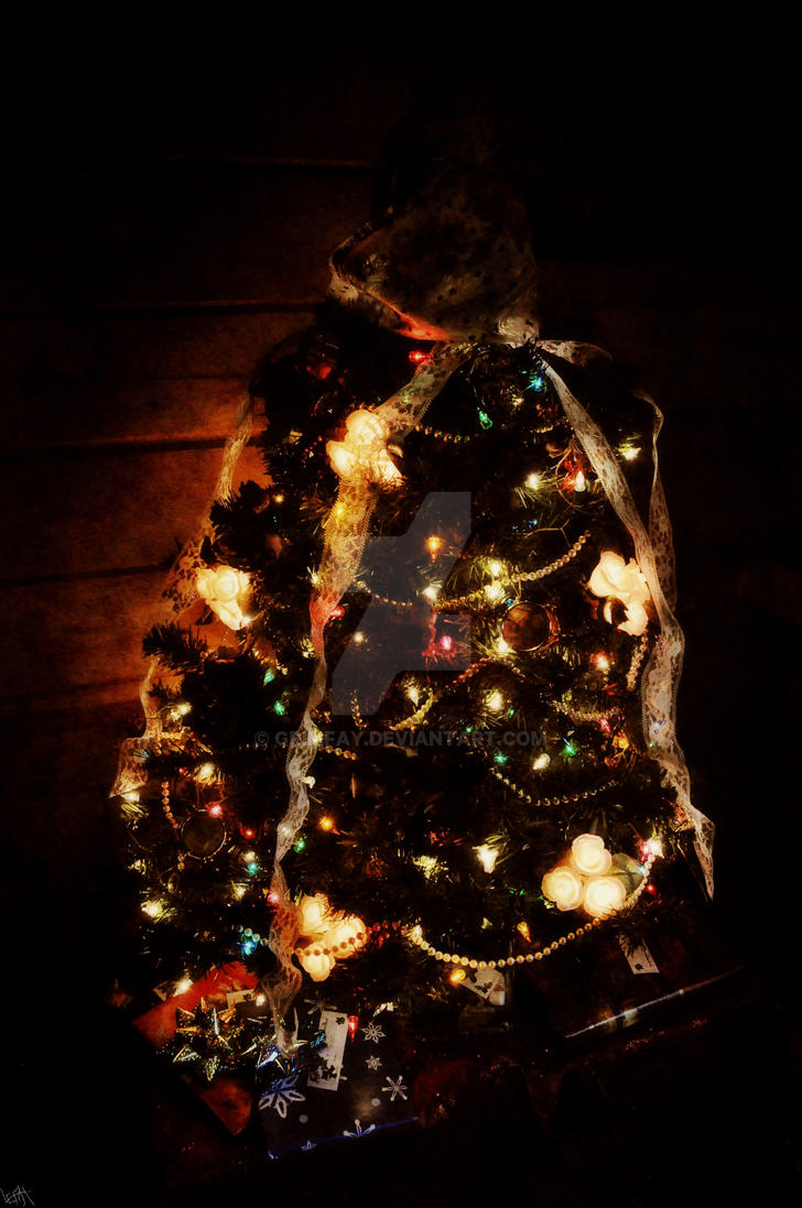 Little Christmas Tree by GrimFay