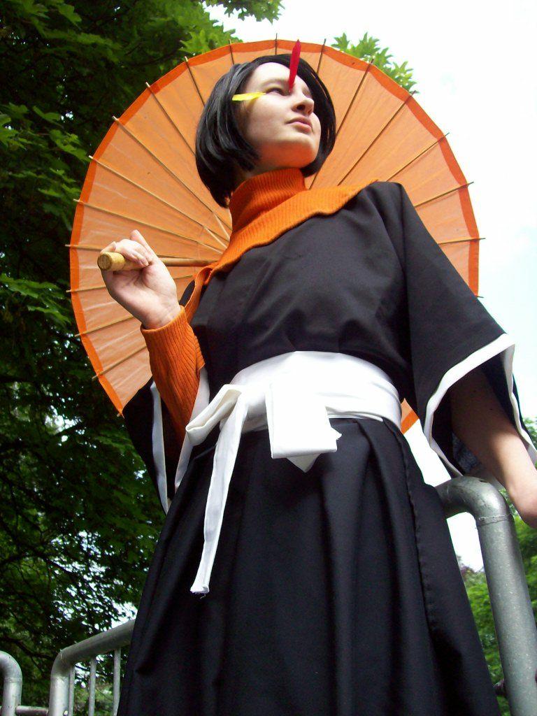 http://fc01.deviantart.com/fs32/f/2008/222/8/7/Yumichika_cosplay_by_muh_Q.jpg