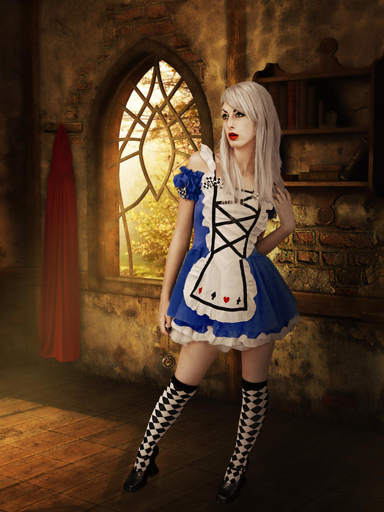 Alice meets Red Hood by id8