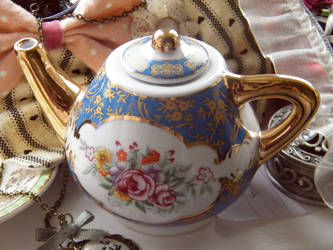 Teapot by KellyAliceLoliCotton