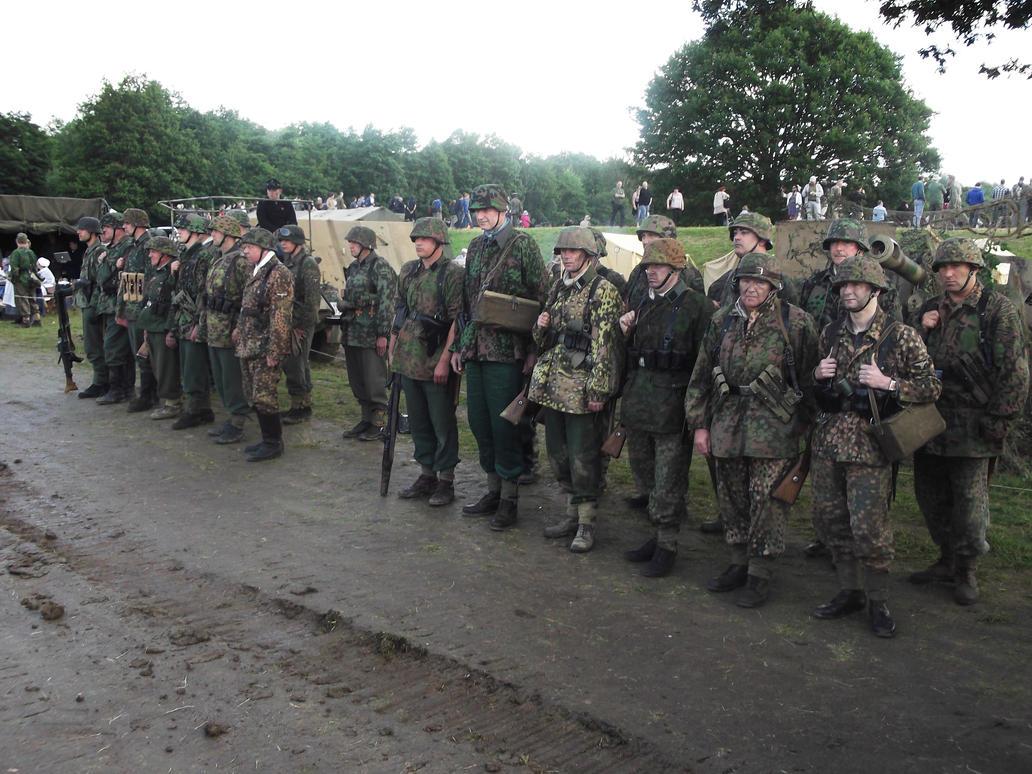 A platoon of reenactors by FFDP-Neko