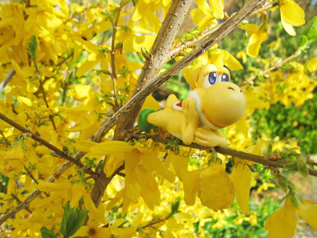 Happy Yellow Yoshi by Tsurera
