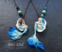Blue mermaids in their seashells - necklace by Akiko-s-World
