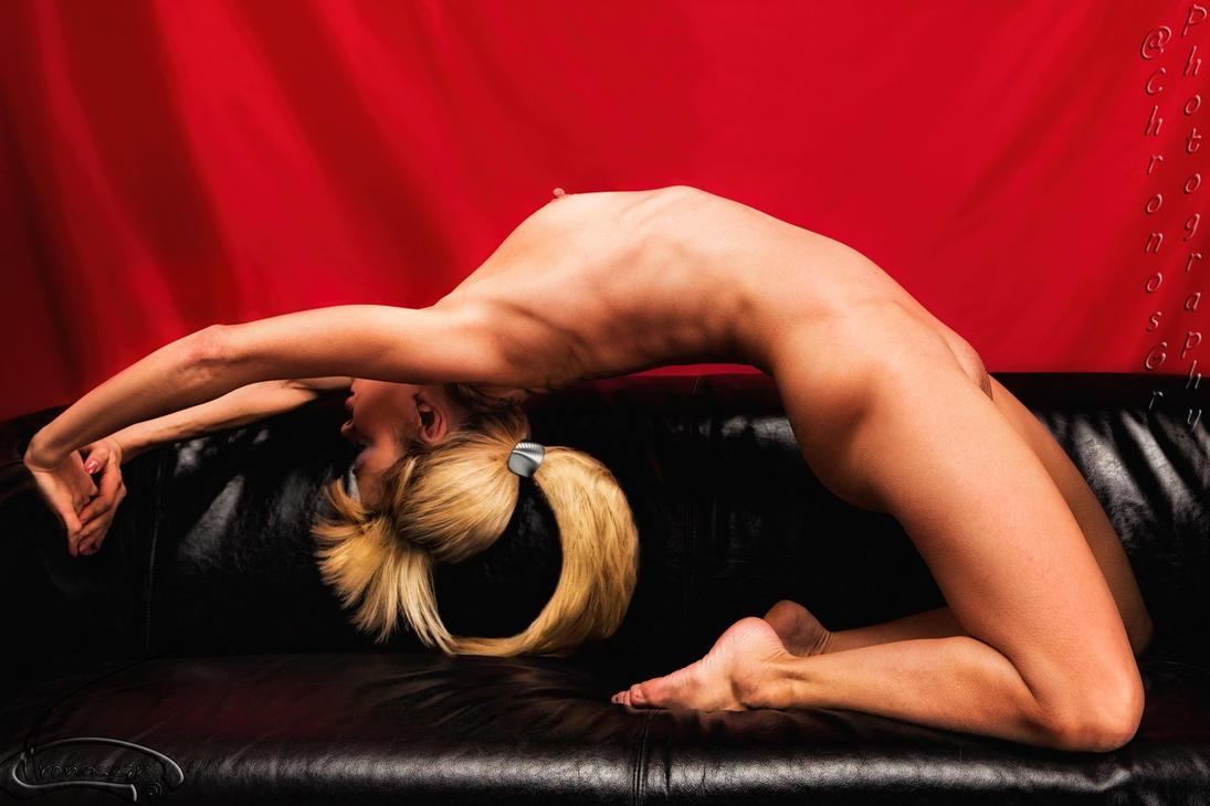 Nude pose by ChronosGr