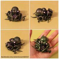 Green Octopus w/ D20 by TheEclecticNerdShop