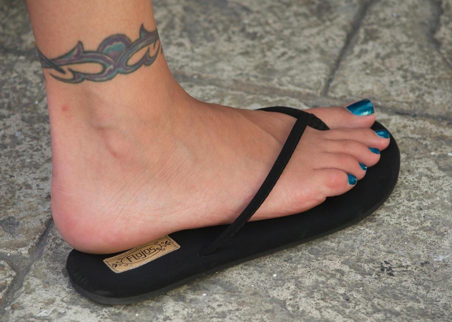Can Black women feet in flip flops toenails can suggest