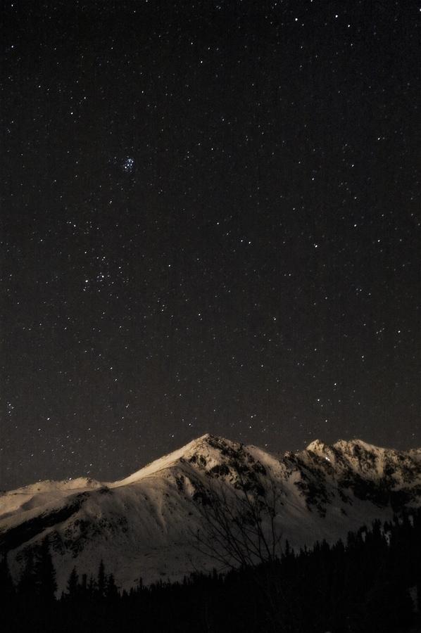 Tatra mounatins at night by Dunadan-from-Bag-End