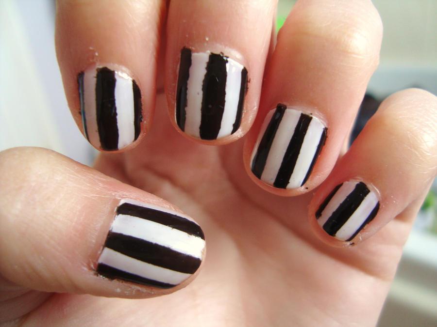 Black 'n' white stripy nails by luminousleopard on DeviantArt