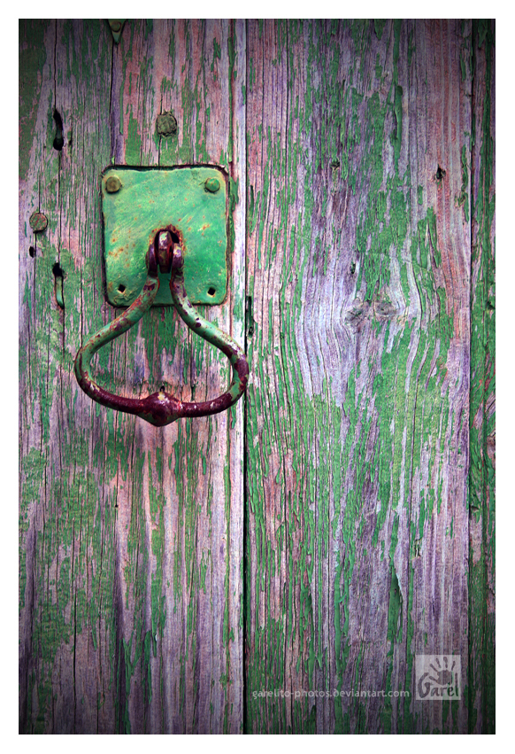 Knock Knock by Garelito-Photos