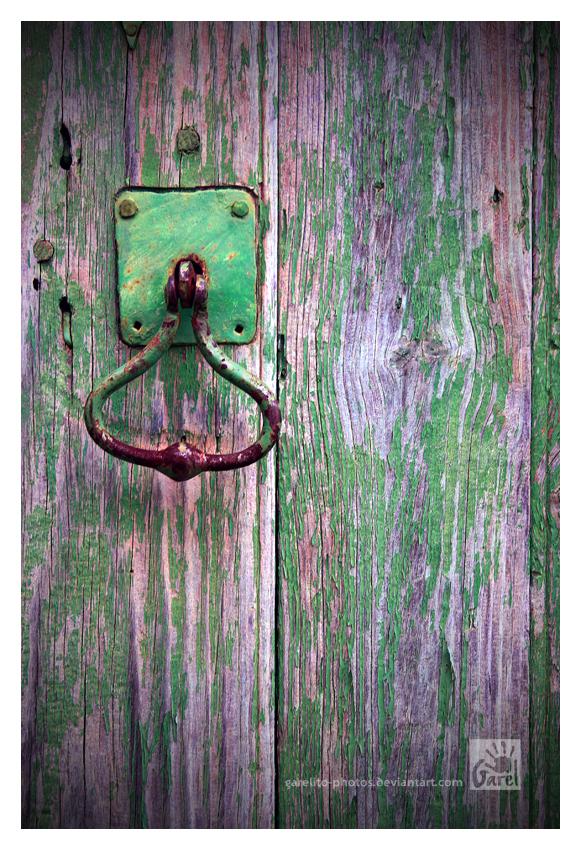 Knock Knock by Garelito-Photos