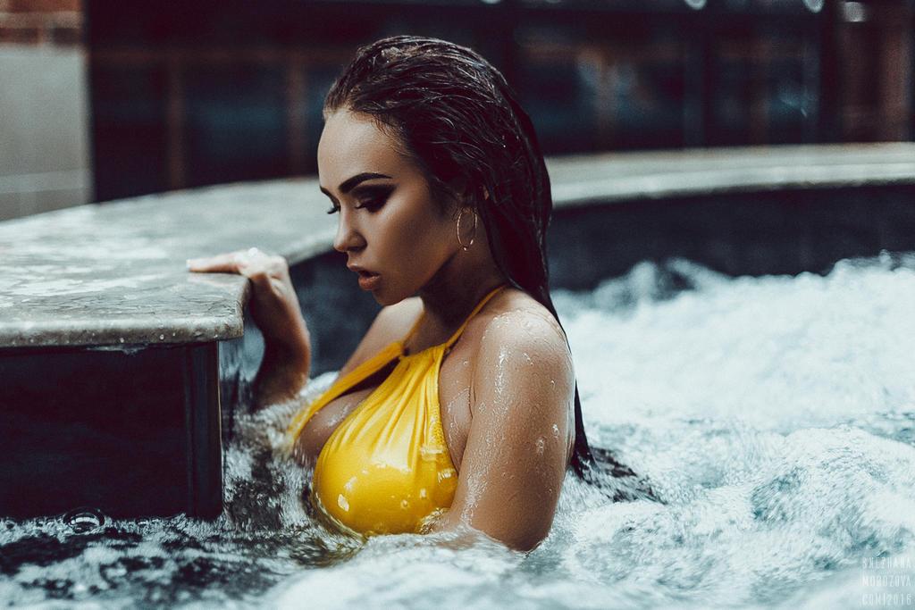 испанский шикарные девушки в мокрых сейчас своей природе