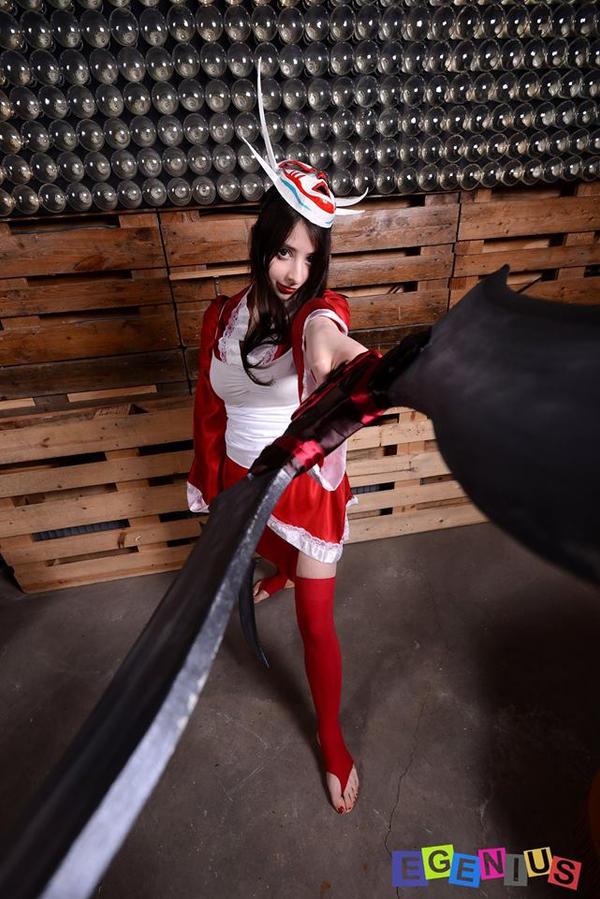 Bloodmoon Akali ~ 9th ! by HokinaCosplay