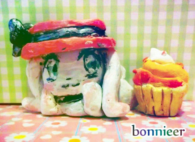 CG and cupcake sculpture! c: by bonnika