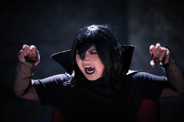 Mavis Dracula - Hotel Transylvania by HauroCosplay