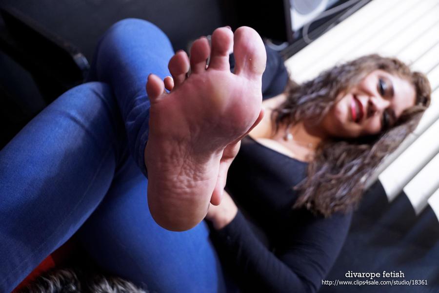 Mia's barefoot II by DivaRope