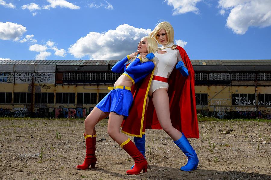Power Girl vs Supergirl by Su-rine