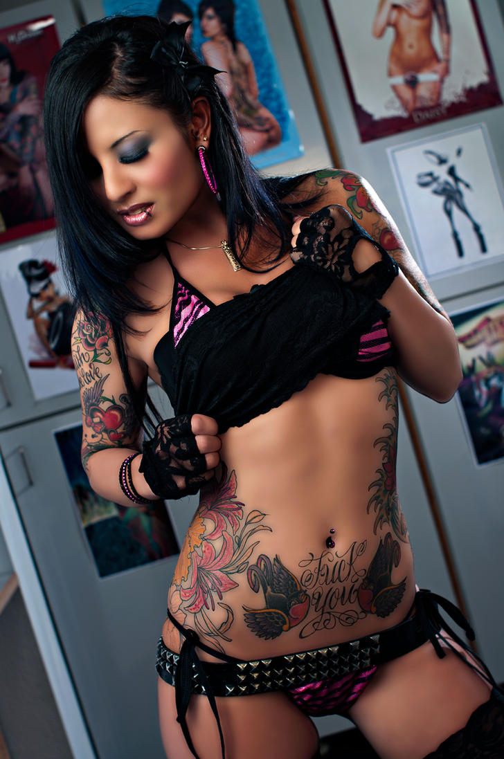 Hot tattoo chick by lazereth on deviantart for Hot tattoo chics