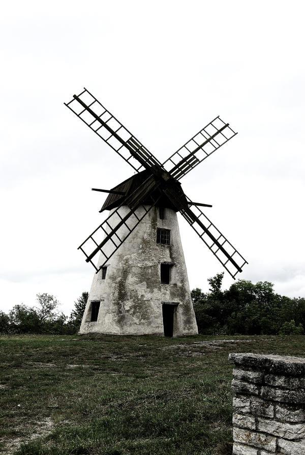 Windmill by valetaminepoleilus