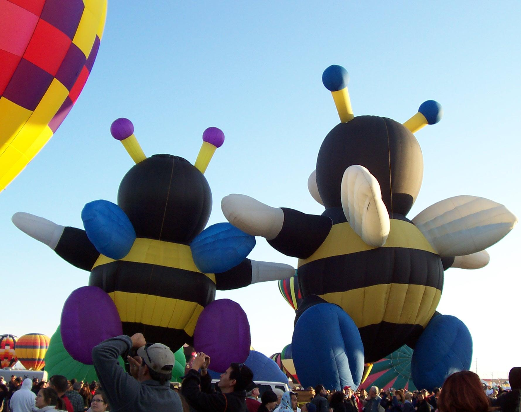 Bumblebee Courtship: Balloon Fiesta 2011 by katerirose