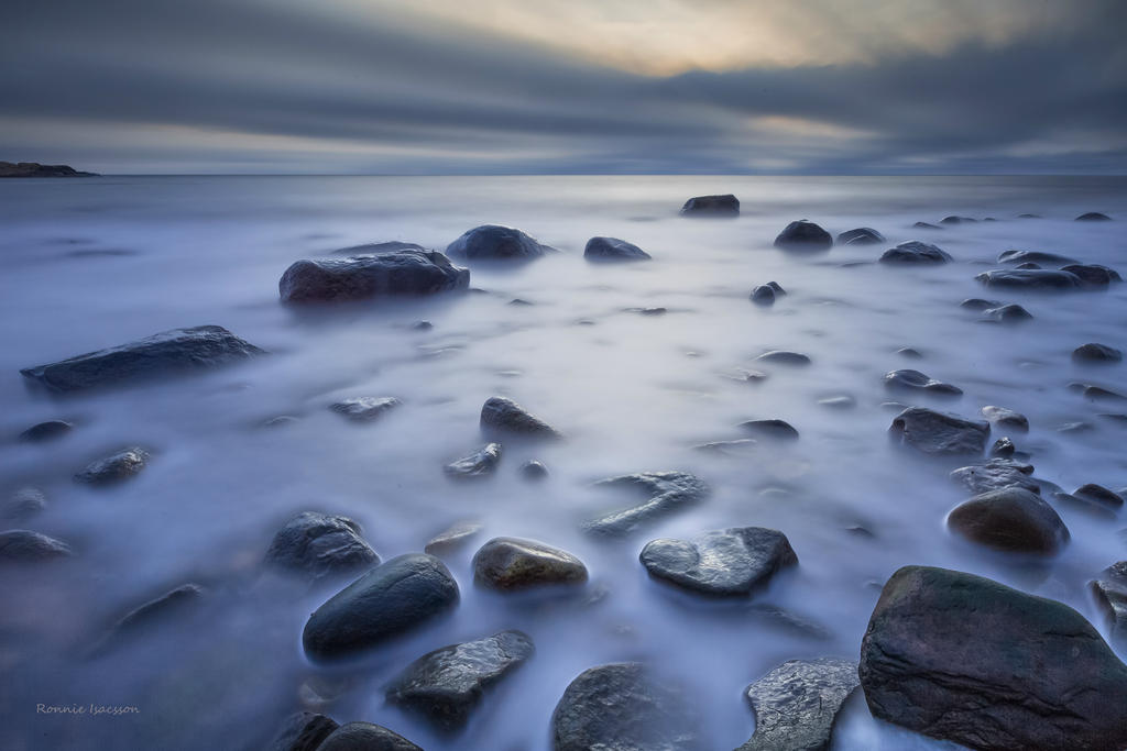 Long exposure among the stones by roisabborrar