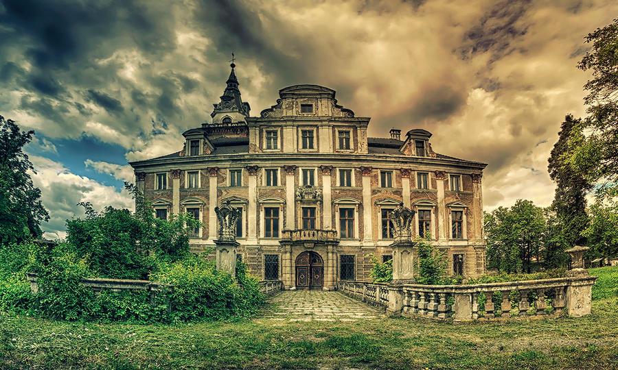 Haunted Manor by PatiMakowska