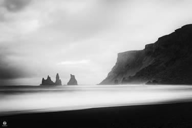 Black Sand Beach in Vik by PatiMakowska