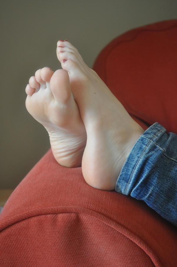 Sexy orange toes footjob
