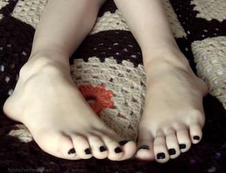 Dark Toes by Foxy-Feet