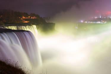 Yellow Lights at Niagara Falls by conbot