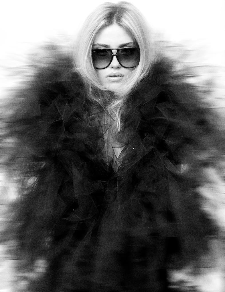 عکس سیاه سفید عروسکی
