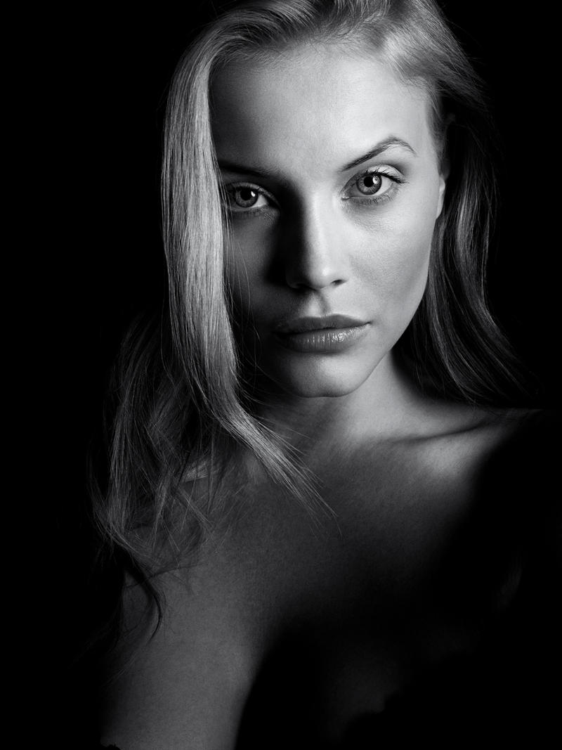 Linnea BW by DavidBenoliel