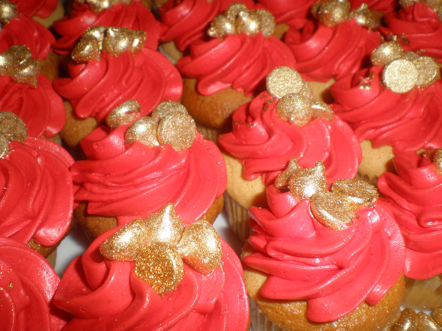 Red and Gold Mini Cupcakes by amysalmon