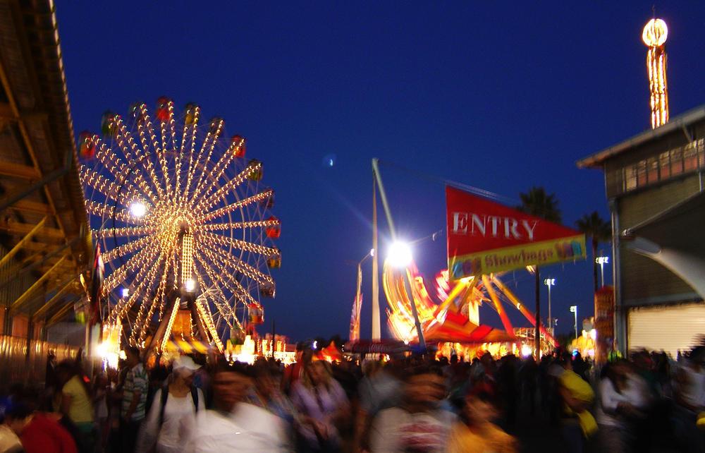 Ferris Wheel at Night by prudentia