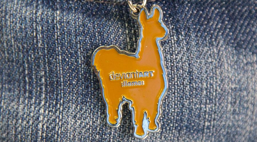 :llama: Keychain by deviantARTGear