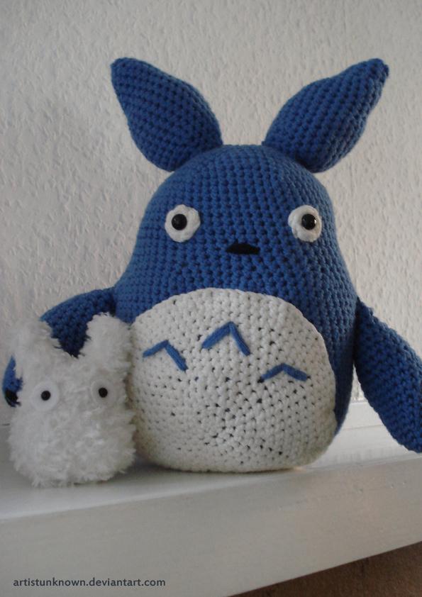 Toroto crochet by ArtistUnknown