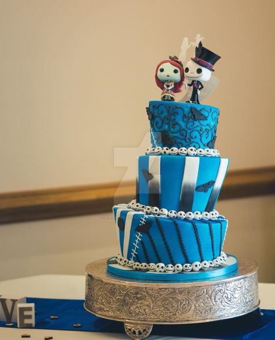 nightmare before christmas wedding cake by kirstyscakes