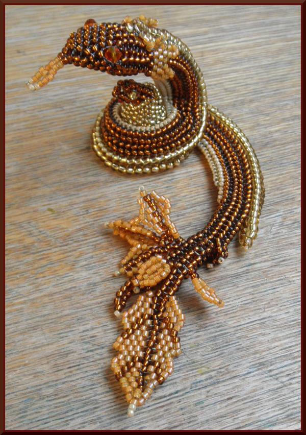 Leafy snake by Rrkra