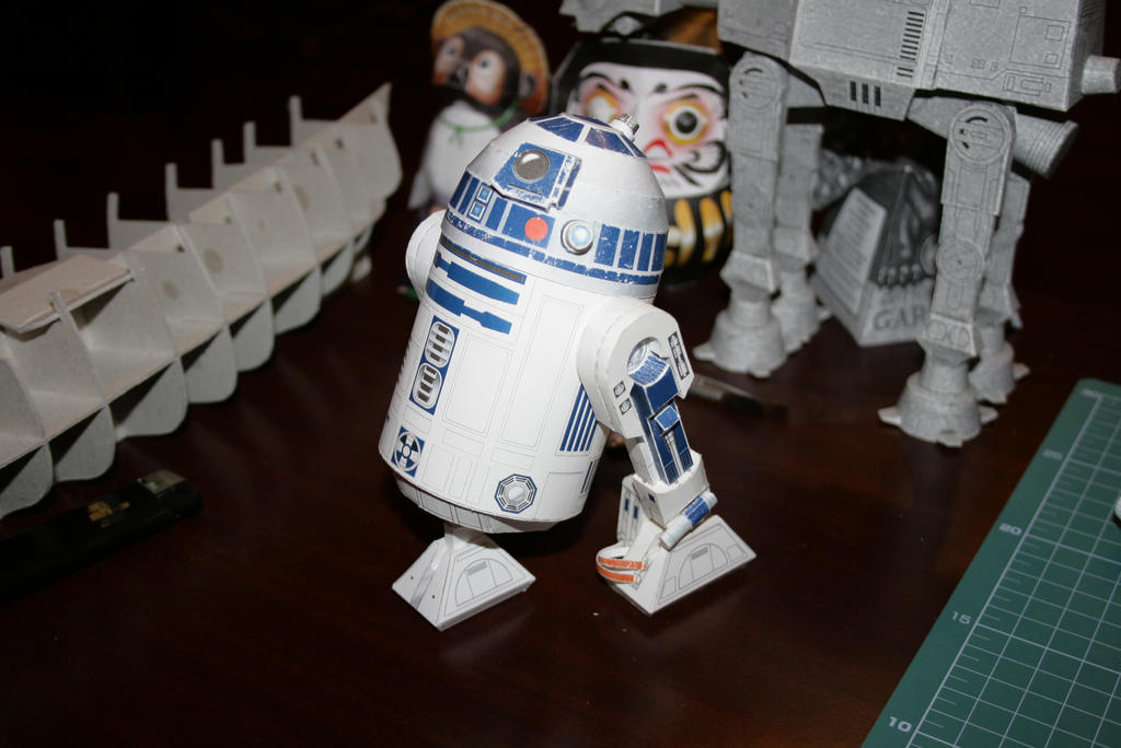 R2D2 by Curuphan