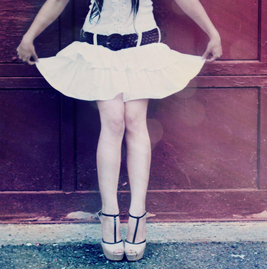 Dainty Girl by Izyizumi101