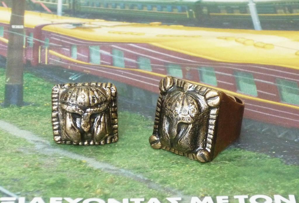 2 pressed helmet rings by Babonga