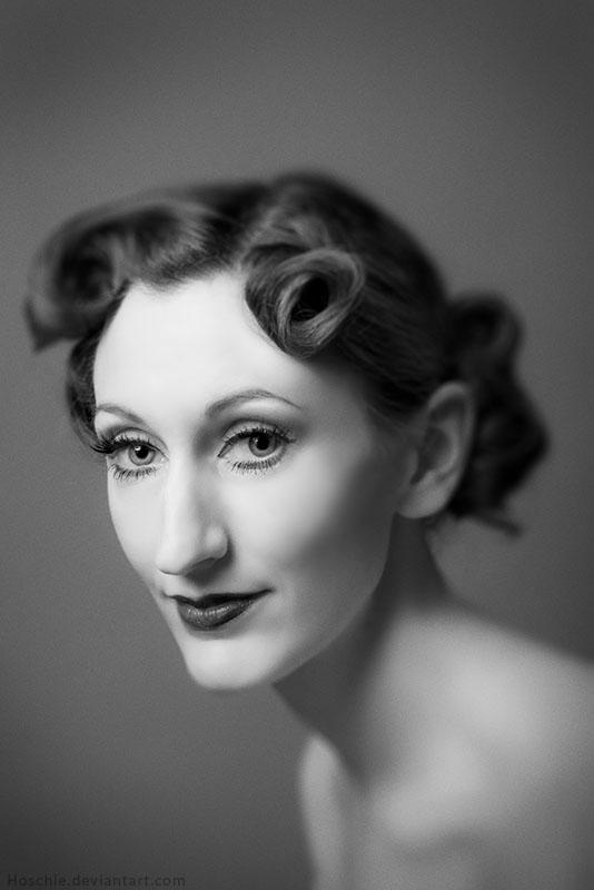 Julia Portrait by hoschie