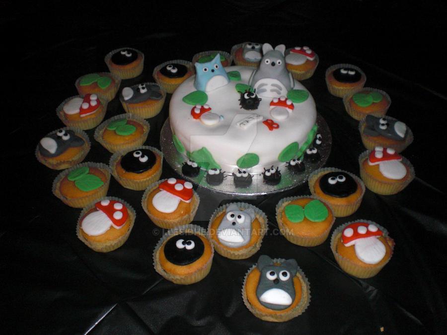 Totoro Cake by Llesidhe